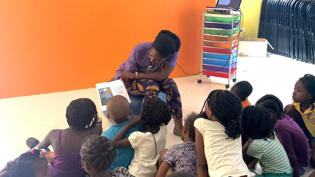 Ambassador Marli reads to children in Haiti